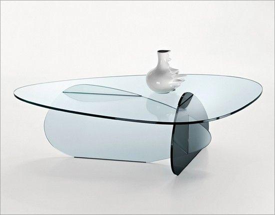 Сейчас очень популярны стеклянные столы