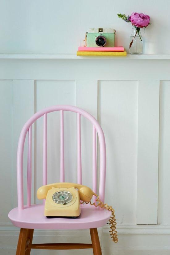 Винтажный телефон как декор в современном интерьере