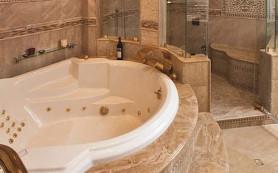 Природный камень — изящный и стильный материал в интерьере ванной комнаты