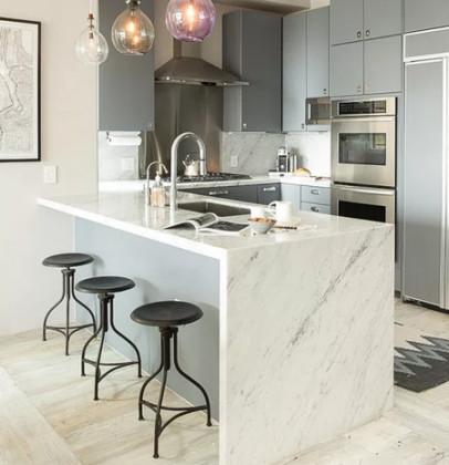 Белый мрамор в интерьере кухни: 5 секретов для самых стильных