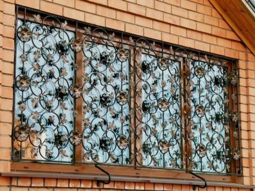 Металлические решетки на окна: функциональность и декор