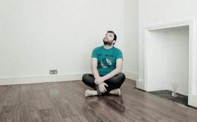 Как зрительно приподнять низкие потолки?