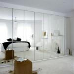 Улучшение дизайна и функциональности с помощью раздвижных зеркальных дверей