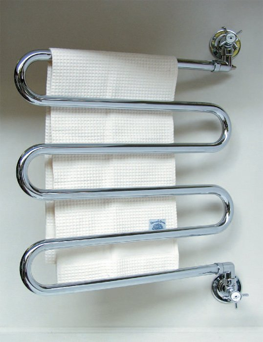 Устанавливаем в ванной водяной полотенцесушитель с боковым подключением