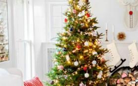 7 актуальных советов, как украсить светлый интерьер к Новому году