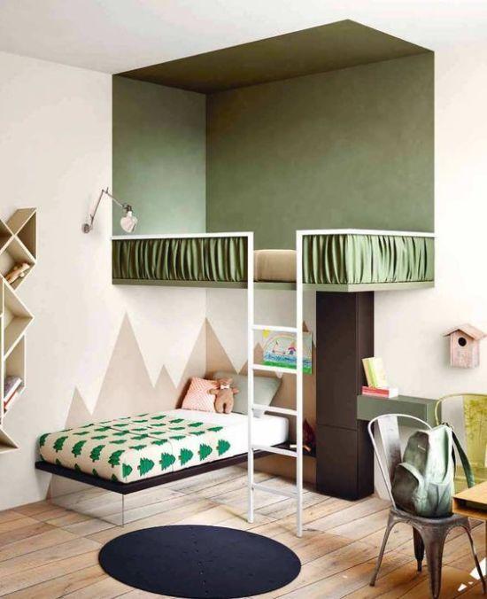 Второй ярус: кровать под потолком в детской