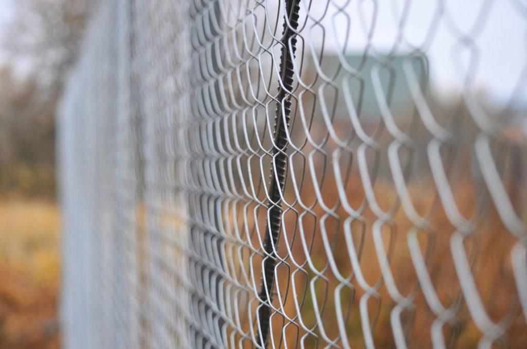 Забор из профлиста и сетки-рабицы
