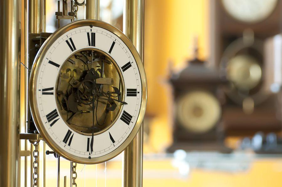 Недвижимость Важные аксессуары: часы в интерьере