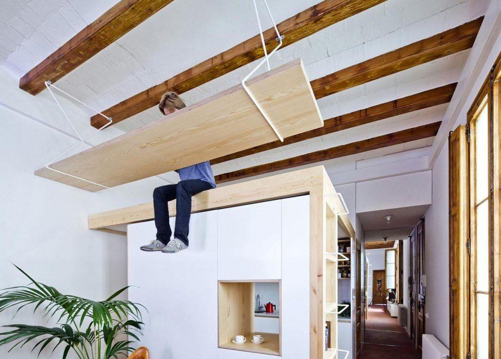 Рабочее место под потолком для вашего удобства!