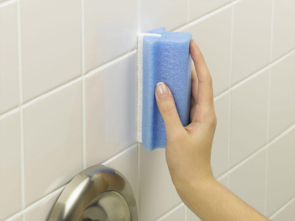 Чем мыть и как чистить кафель в ванной: о химических средствах и народных способах