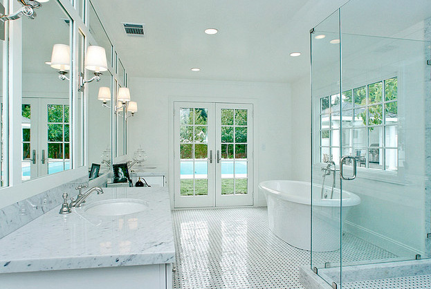 Идеальный потолок для безупречной ванной комнаты