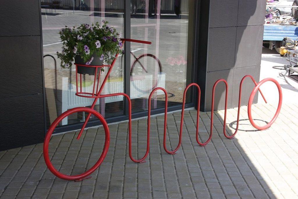 Есть велопарковка? Пора пользоваться велосипедом!