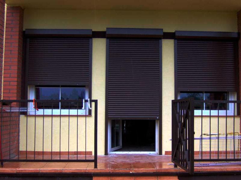 Виды и способы установки рольставен на двери