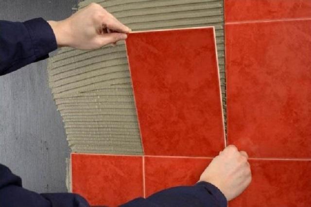 стоимость укладки пробковой плитки на стену в доме примере последней серии