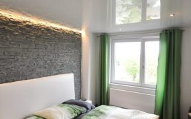 Натяжные потолки для спальни: разновидности дизайна, цвет, фактура