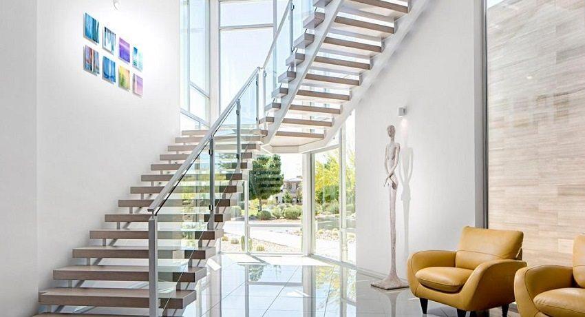 Виды лестниц для двухэтажных коттеджей