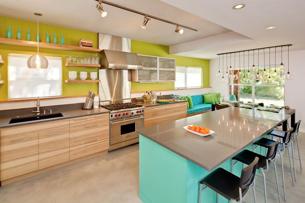 Выполняем красивый ремонт для небольшой кухни в светлом тоне