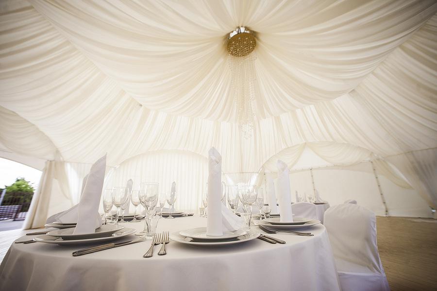 Аренда шатра на свадьбу: зачем использовать и какие плюсы связываются сооружения