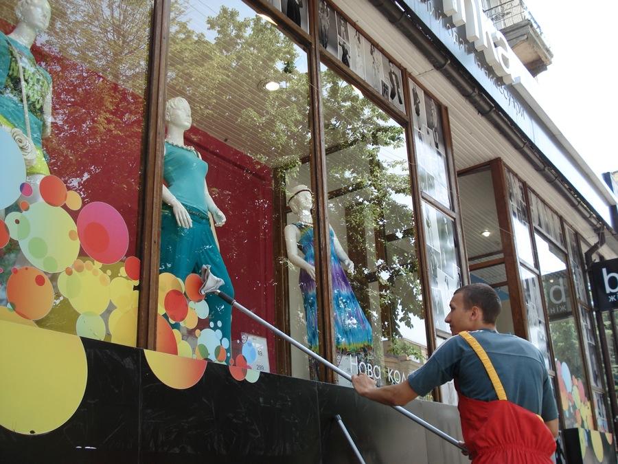 Профессиональная мойка витрин в Москве