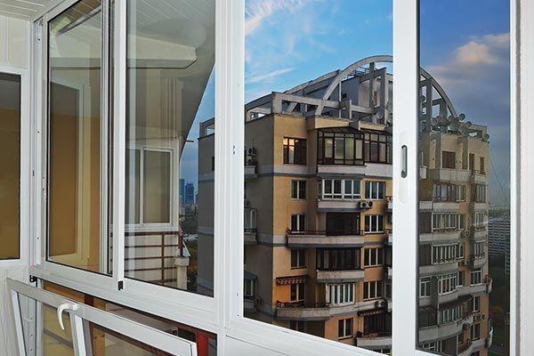 Какой вариант остекления балконов выбрать