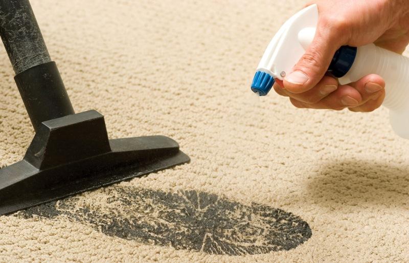 Как быстро почистить ковролин?