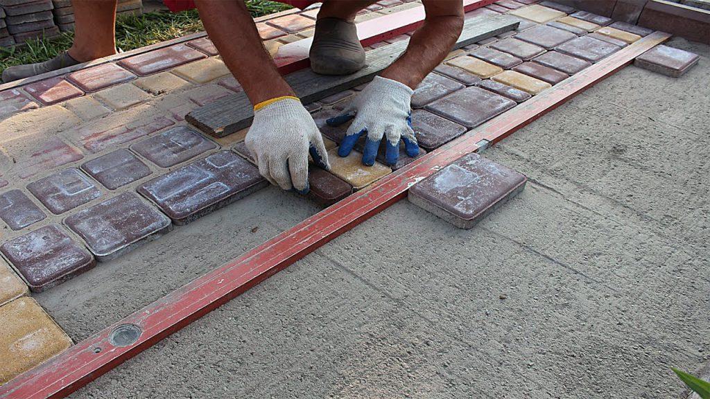 Как сделать основание для укладки плитки на мягком грунте?
