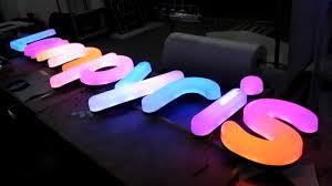 Модели и характеристики световых экранов-вывесок