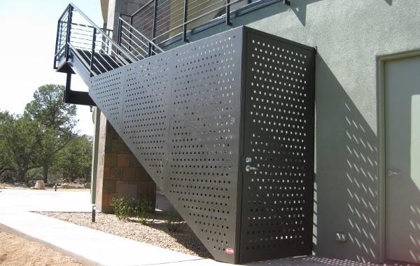 Перфорированный металл в городском и корпоративном дизайне