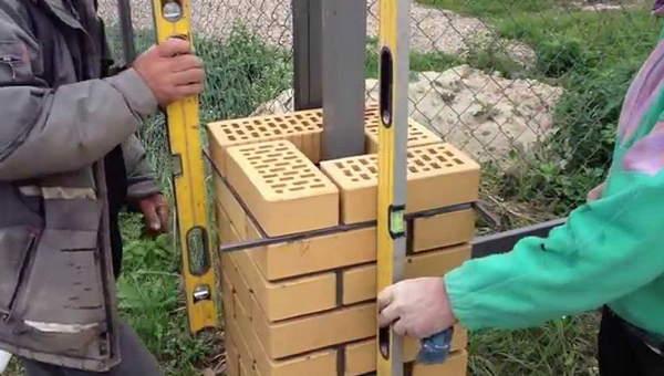 Технология кладки кирпичных столбов