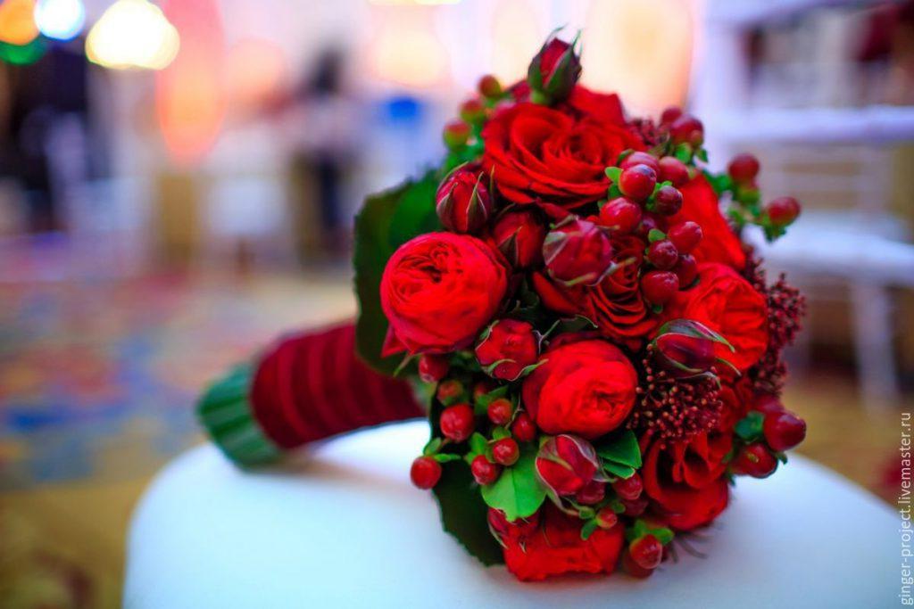 Самый лучший подарок девушке — живые цветы
