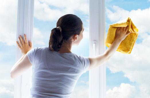 Как быстро отмыть окна от загрязнений?