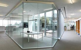 Стеклянные перегородки в офис — правильное зонирование пространства
