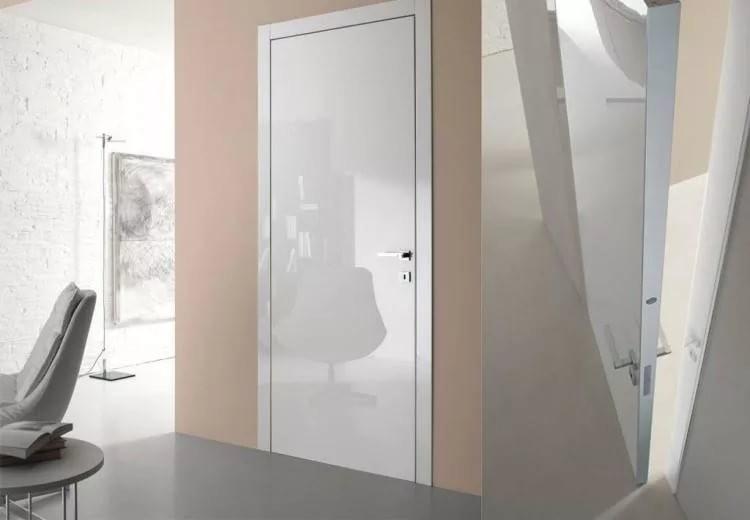 Глянцевые двери в интерьере