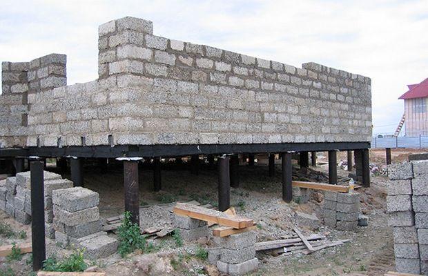 Строительство дома из пеноблоков на свайно-винтовом фундаменте под ключ