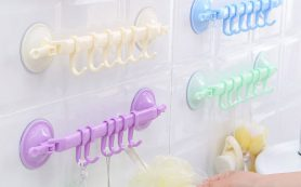 Стоит ли покупать пластиковые крючки в ванну?