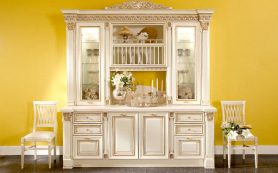 Стильный, эффектный вариант для кухни – белое с золотом