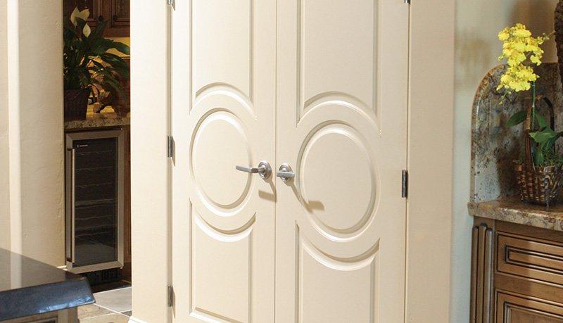 Какие двери лучше – экошпон или МДФ?