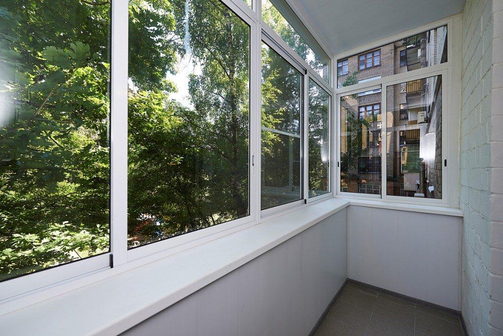 Комплексные работы по остеклению балкона