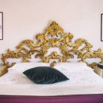 Золотая мебель и декор в дизайне интерьера