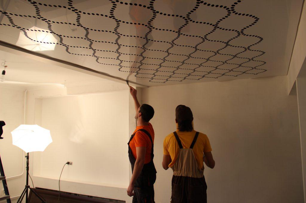 Художественные потолки: фотопечать VS аэрография