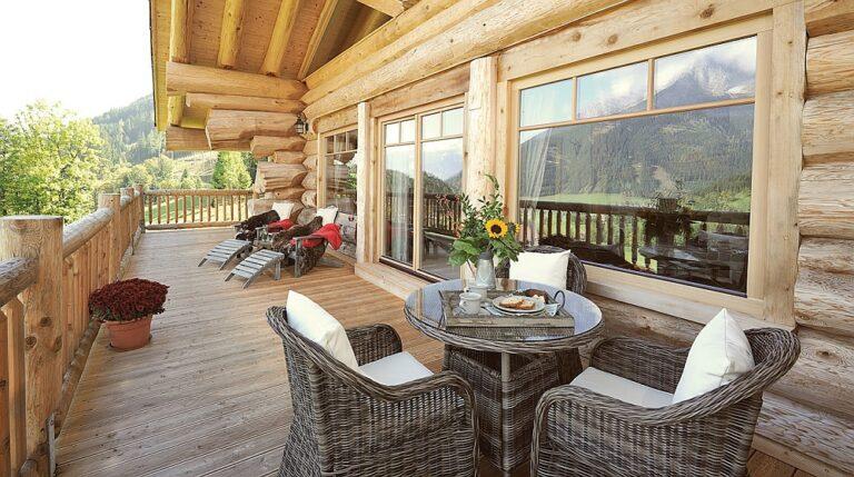 Особенности зимних деревянных домов с террасой